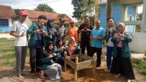 Mahasiswa KKN Unila di Kampung Paduan Rajawali Tanam Pohon Alpukat