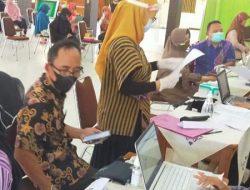 Guru dan Karyawan SMAN 1 Bulakamba Brebes Ikuti Vaksinasi Covid-19