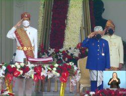 Pimpin Peringatan HUT ke-76 RI, Presiden Jokowi Kenakan Pakaian Adat Lampung